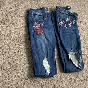 Lot of 2 embroidered jeans with tears